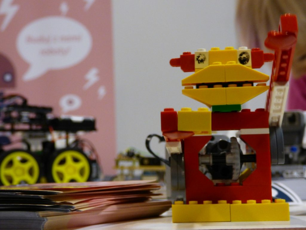 Check out this educational STEM LEGO activities your kids will love! Hands-on Homeschooling with LEGO.